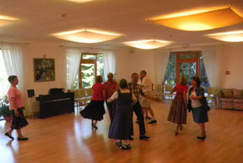 <de>Volkstanz/Singen</de><en>Folk Dance/Singing</en><fr>Danse folklorique/Chant</fr> Bild 8